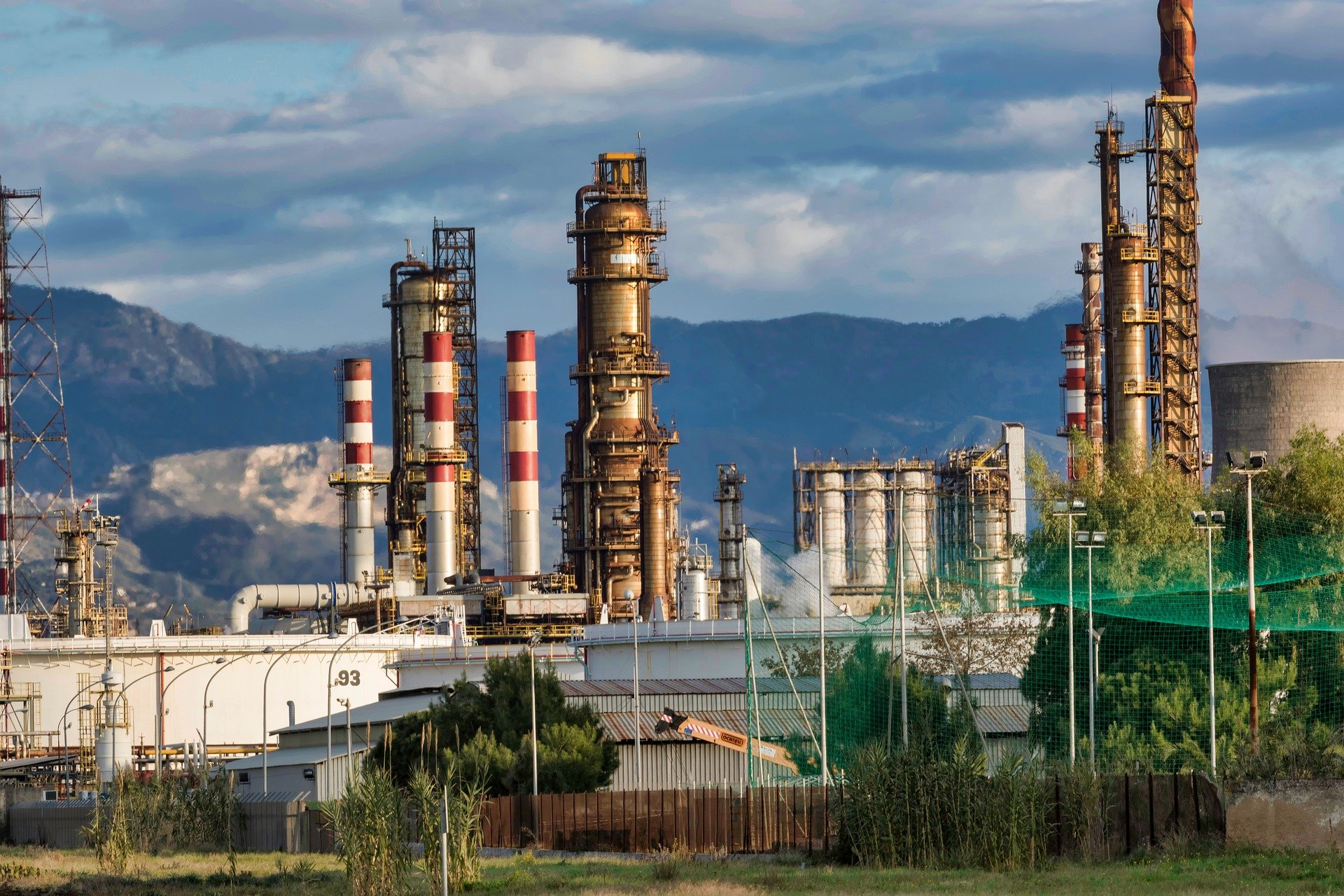 Нефтяные компании мира сокращают углеродные выбросы под давлением экологов