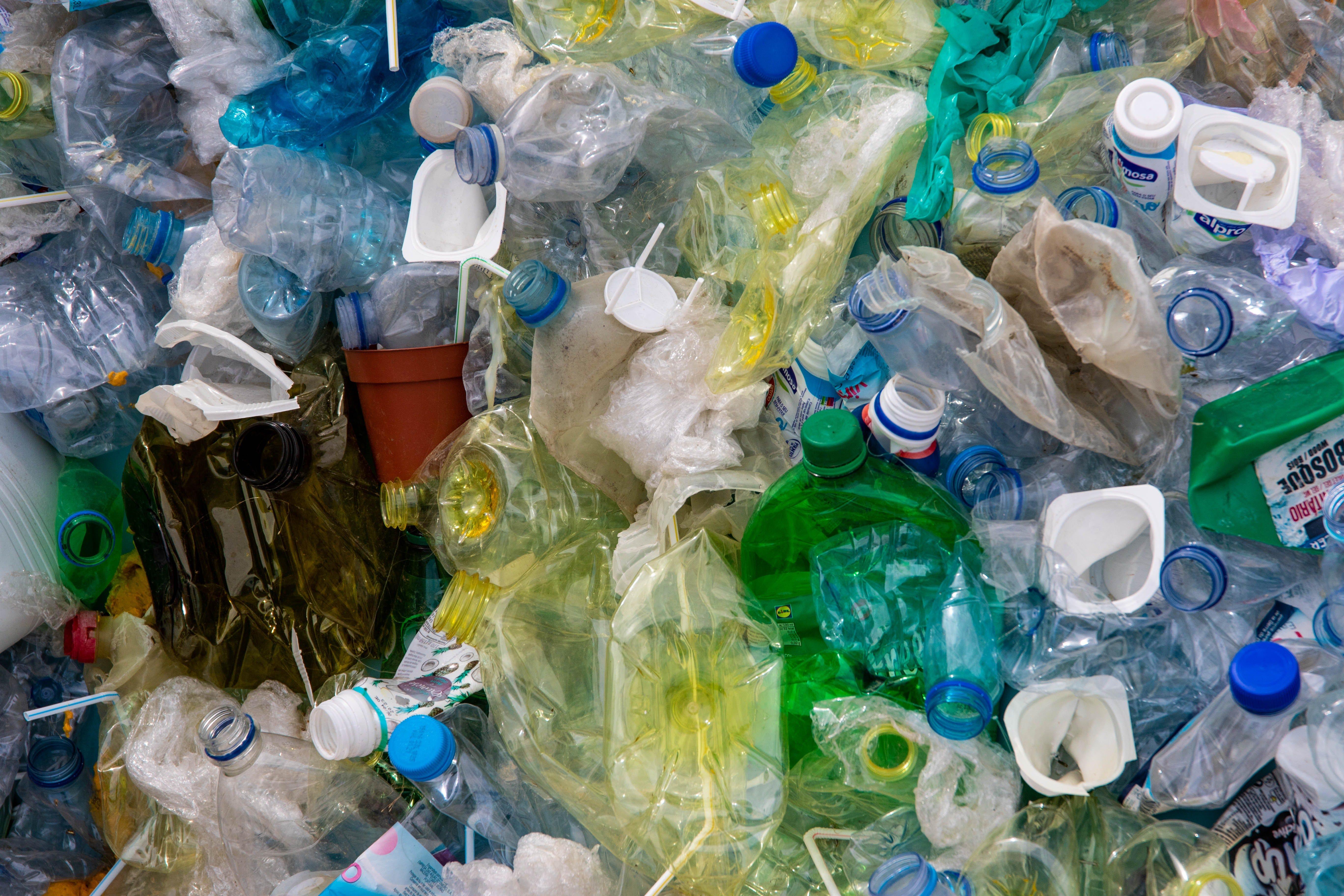 Пандемия коронавируса угрожает уничтожить бизнес переработки пластика